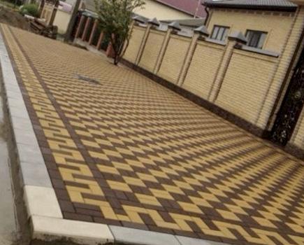 Укладка тротуарной плитки на даче - купить, узнать цену ... | 350x435